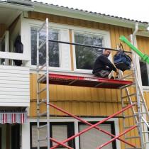 Montering av nya fönster på BRF Mesosten, Umeå
