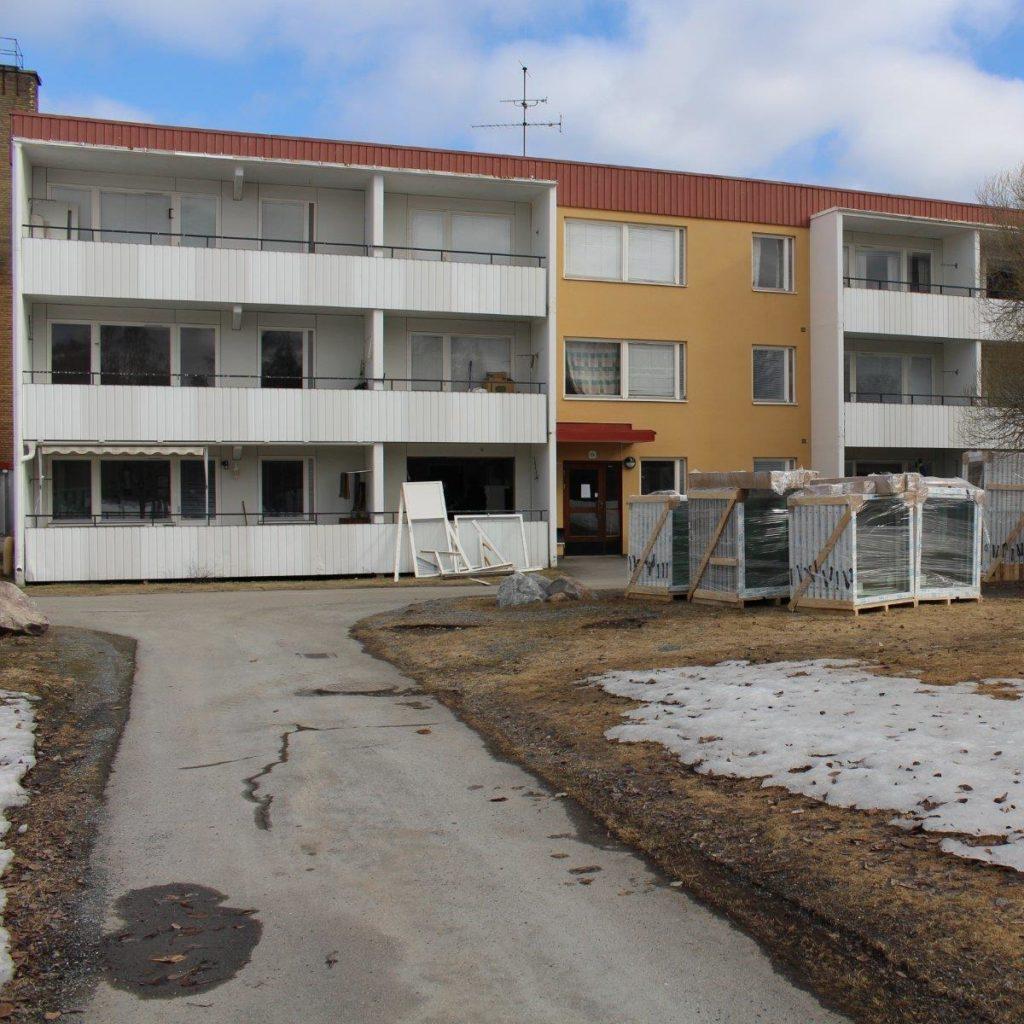 Fönsterbyte åt det kommunala bostadsbolaget Skebo